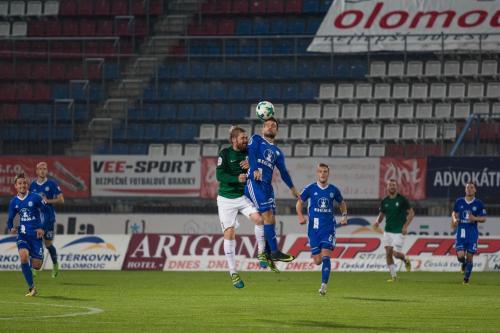 Martin Hála v souboji s Hübschmanem, ze které vznikla největěí šance utkání kterou v 92.minutě neproměnil Moulis, když nepřehodil gólmana a pouze jej nastřelil