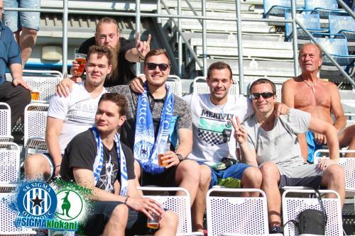 Fanoušci na tribuně