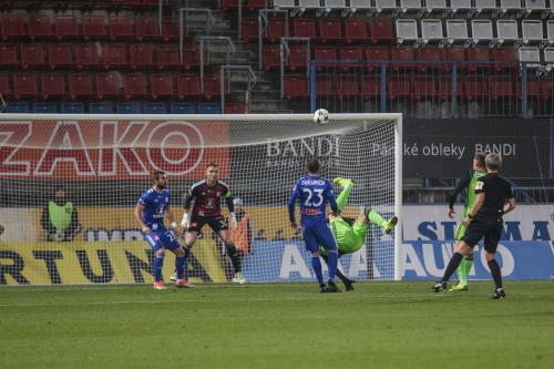 """Vteřiny před druhým gólem do sítě Buchty - Komličenko zakončil """"nůžkami"""""""
