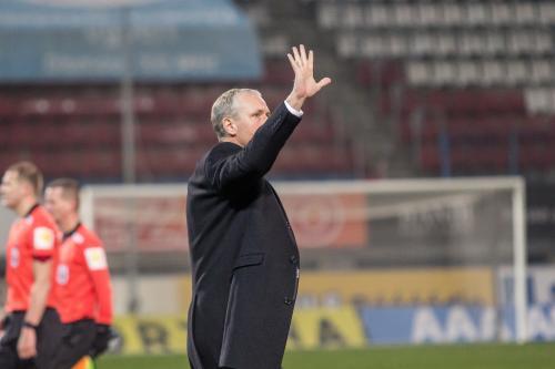 Václav Jílek zdraví fanoušky v Sektoru S a děkuje jim, že i v zimě a s hrou která nebyla super,  fandili