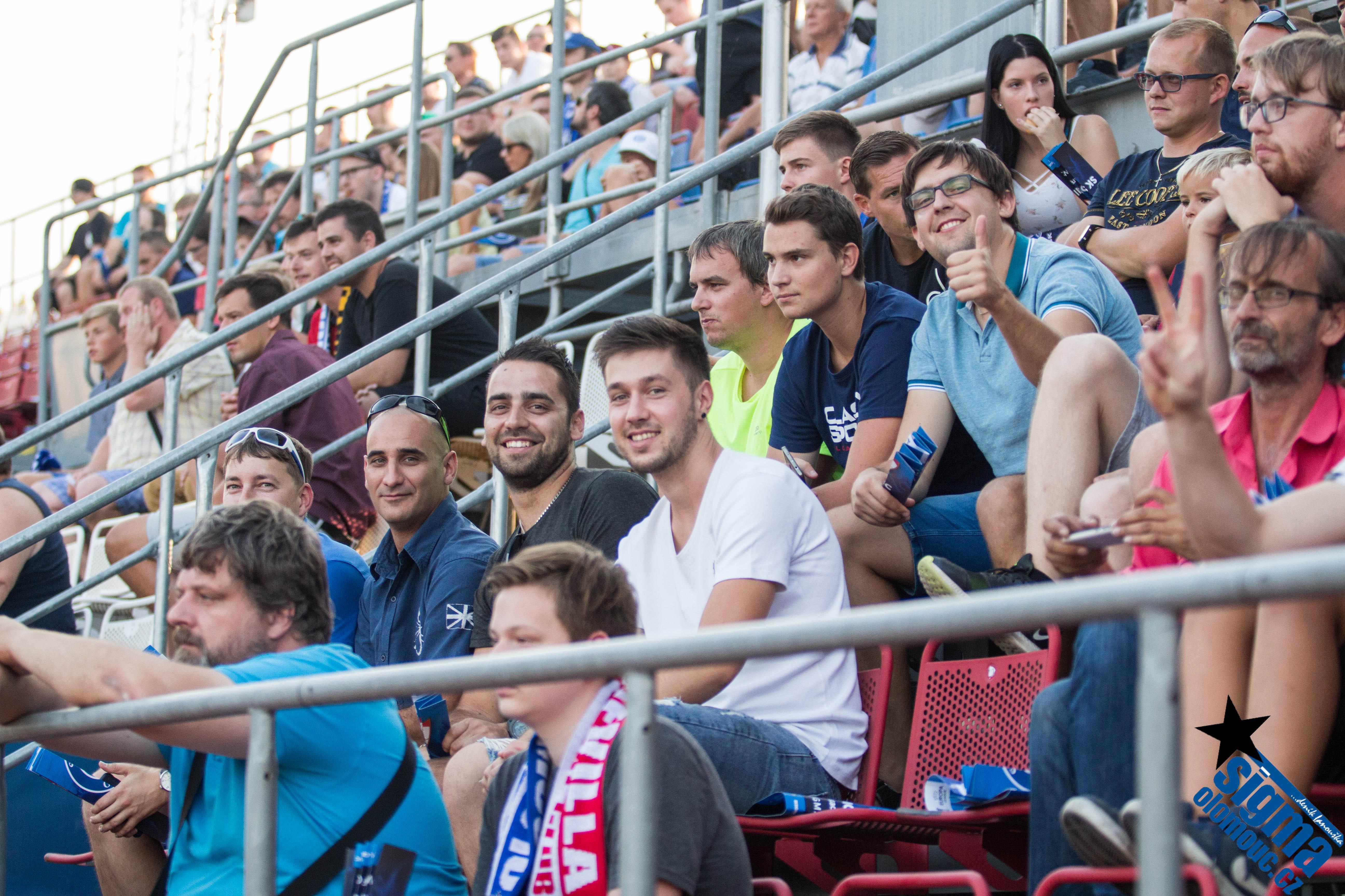 Natěšení fanoušci na utkání Playoff EL