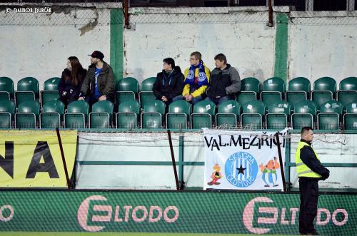 Vlajka Valmezu v sektoru hostí v Ďolíčku