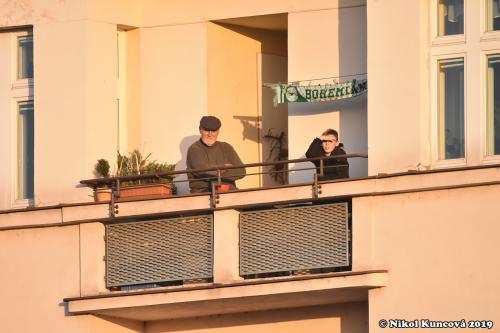 U Ďolíčku se fandí i z balkonů