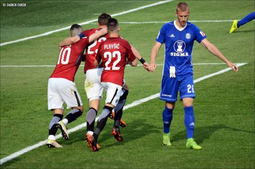 Sparťané slaví gól před Urošem