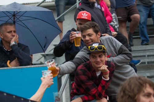 I přes nepřízeň počasí, i přes špatný výsledek si fanoušci utkání užívali