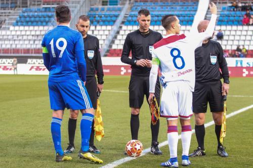 Los kapitánů před utkáním