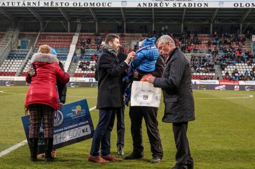 Šek předávala za Dobré místo pro život Věra Novotná, David Hollý za Sigmu a zástupce francouzského týmu