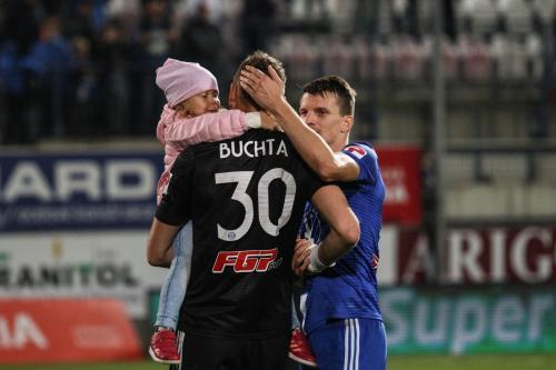 Miloš Buchta s dcerkou a Janem Štěrbou po utkání