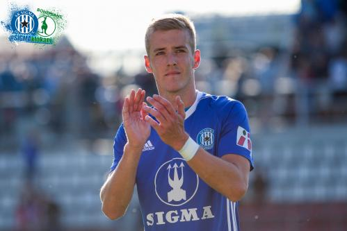 Jakub Plšek děkuje fanouškům za výkon potleskem