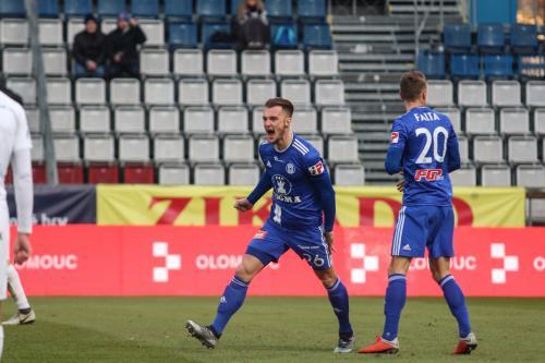 Nešpor slaví vítězný gól SIGMY před Faltou